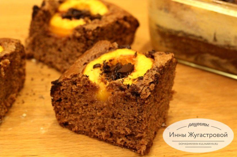 Простой шоколадный пирог с нектаринами