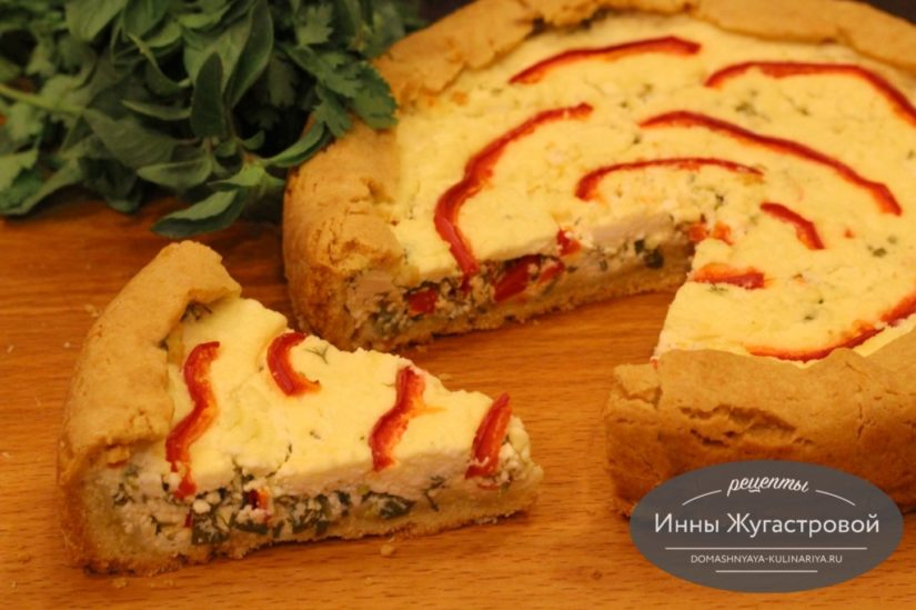 Песочный пирог с творогом, зеленью и сладким перцем