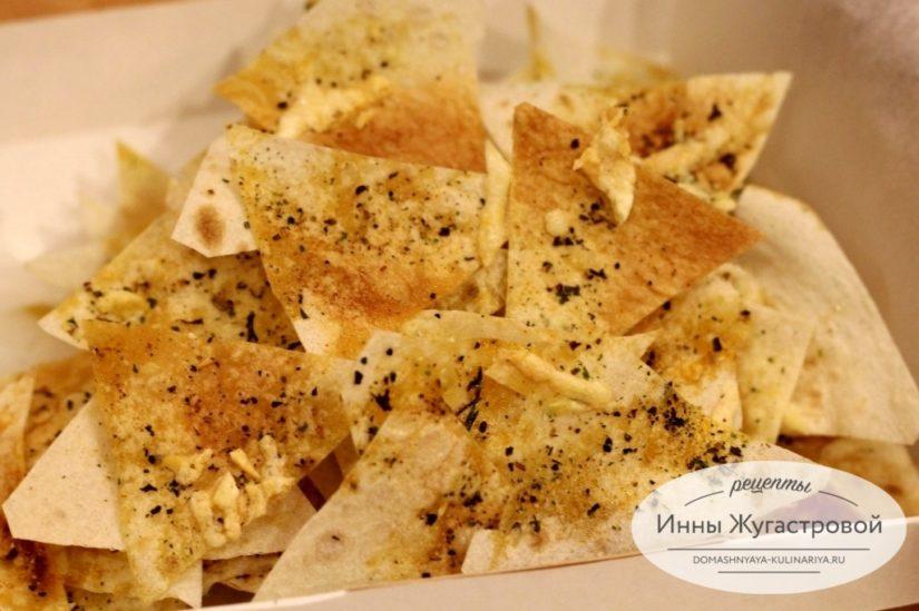 Веганские чипсы из лаваша в микроволновке за пять минут