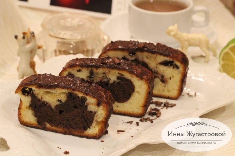 Мраморный кекс с шоколадной стружкой и шоколадной помадкой