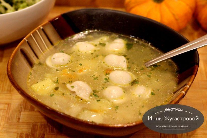 Быстрый вкусный суп с пельменями по простому рецепту