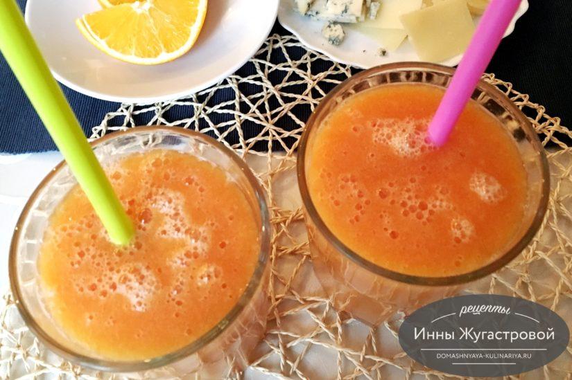 Веганский смузи из апельсинов и папайи