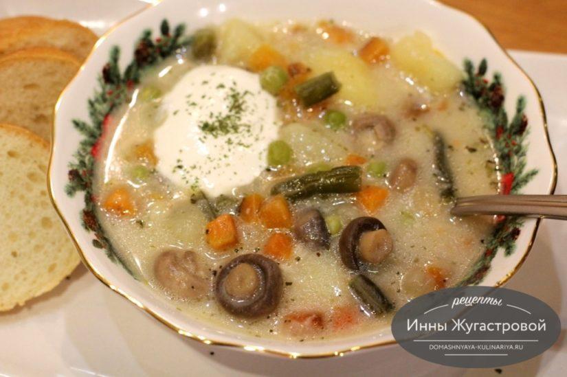 Зимний словацкий вегетарианский овощной суп с колбасным сыром
