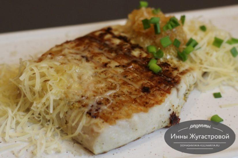 Щука на гриле в мультипекаре Редмонд под сырным соусом из щучьей икры