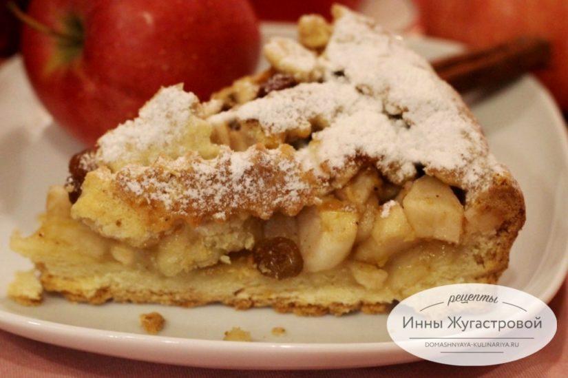 Штайрский яблочный песочный пирог с плетеной верхушкой, изюмом и цедрой