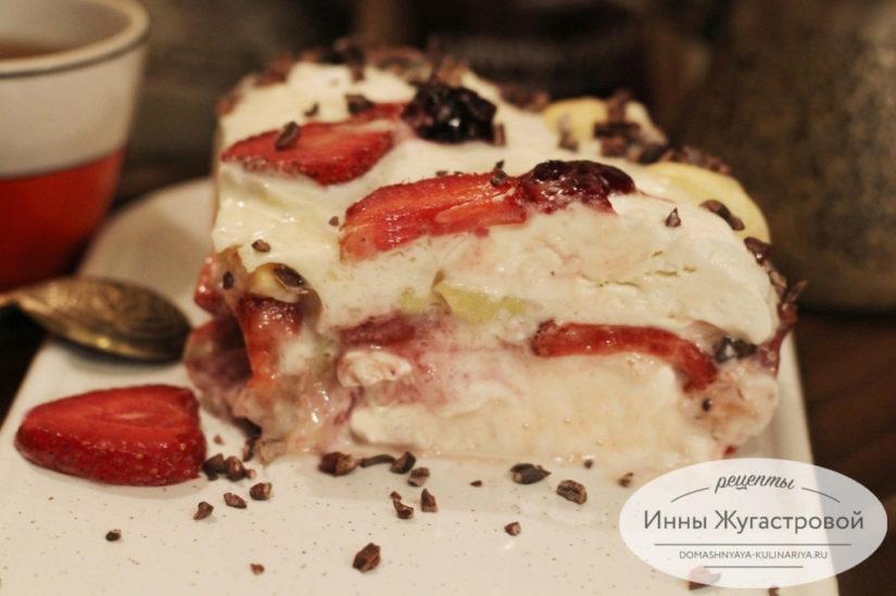 Сметанное желе с зефиром, печеньем и фруктами, десерт без выпечки