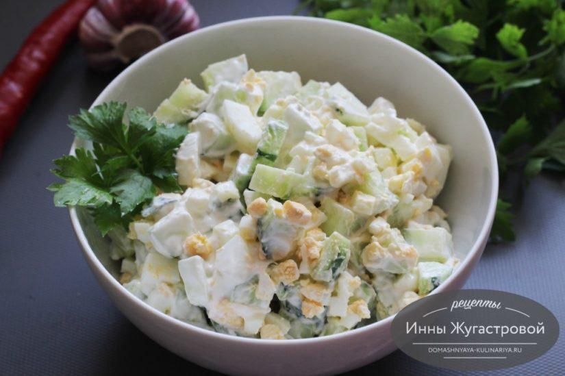Салат из свежего огурца, вареных яиц и сметаны, просто, быстро, вкусно