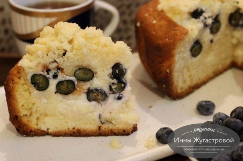 Торт из кекса со сметанным кремом и свежей голубикой, вкусный и простой