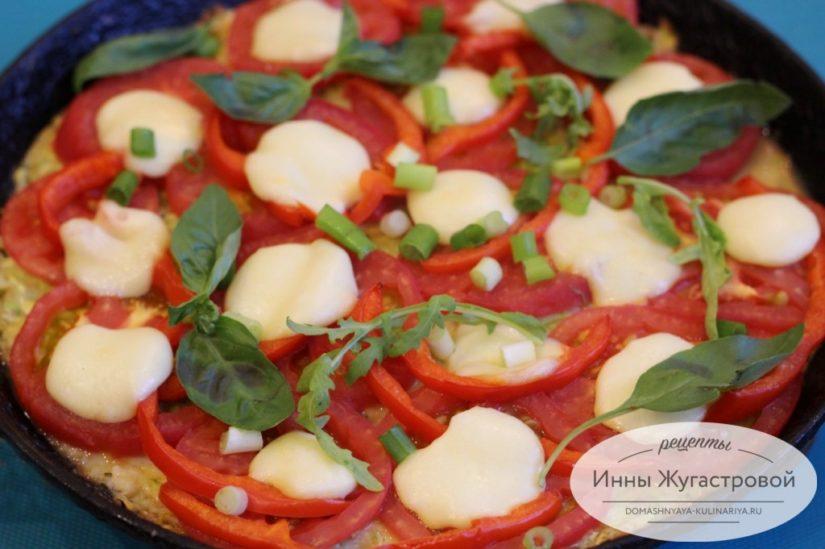 Пицца на кабачковом тесте с овощами и сыром в духовке
