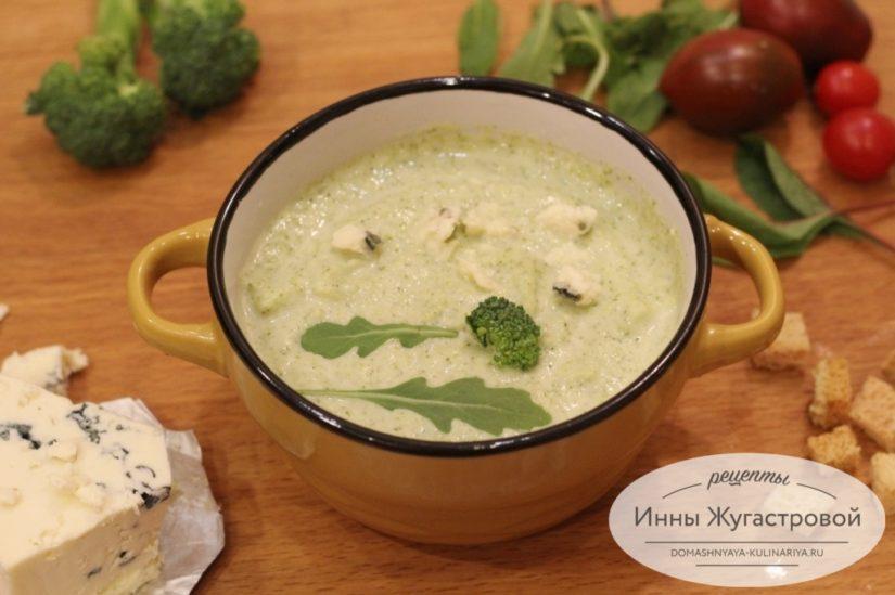 Нежный крем-суп из брокколи со сливками и мягким сыром