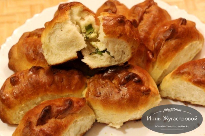 Отрывной пирог (печеные пирожки) с яйцами и зеленым луком