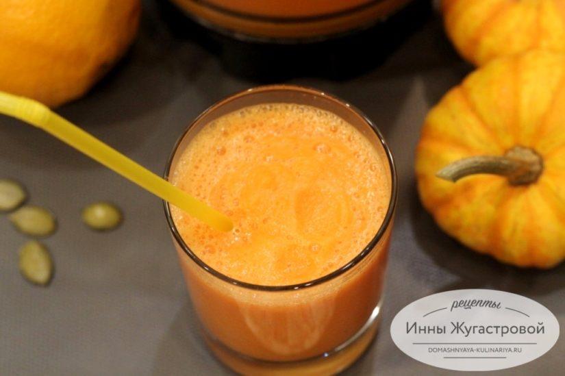 Веганский смузи из тыквы, моркови и апельсина