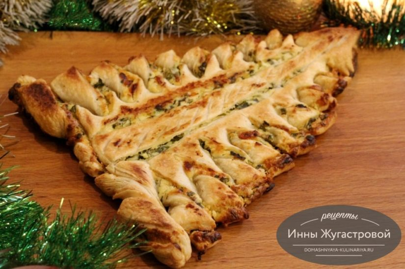 Пирог Елочка с творогом, сыром и зеленью из готового слоеного теста