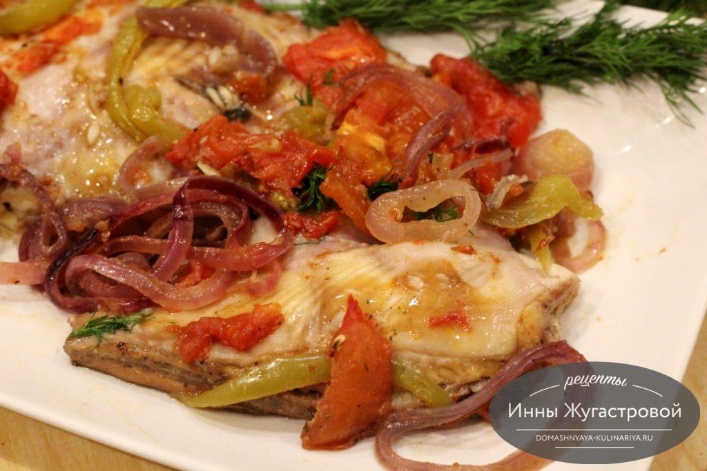 Камбала с овощами