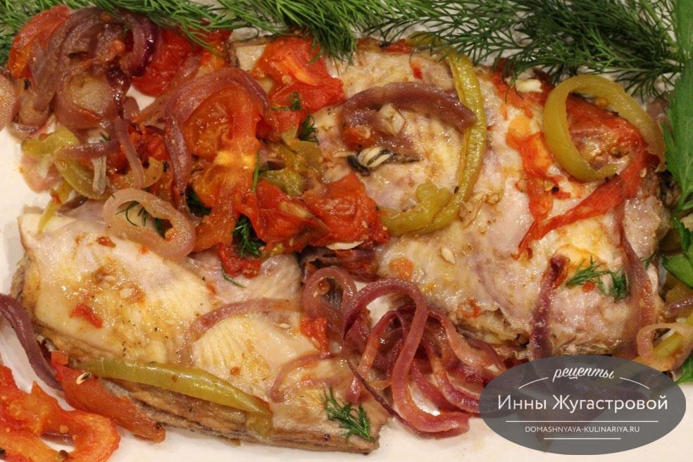 Камбала с овощами в духовке