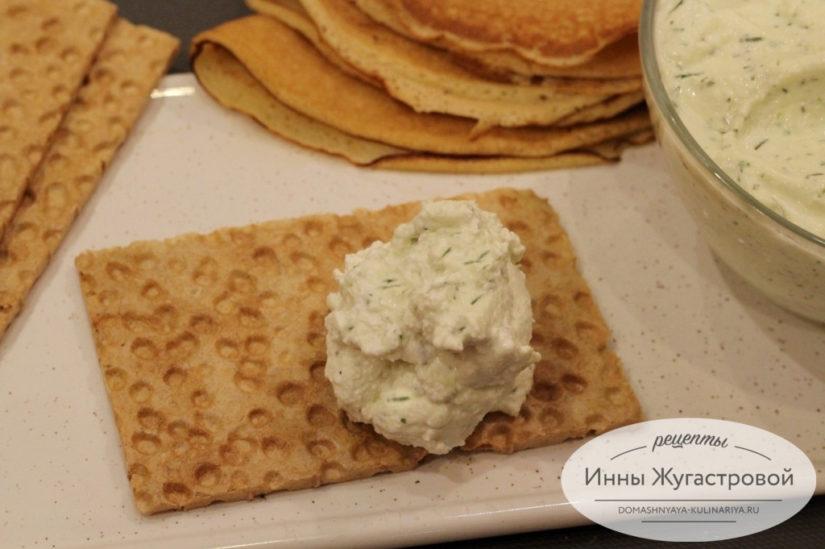 Острый творожный крем-чиз (творожный салат с яблоком), быстрая холодная закуска