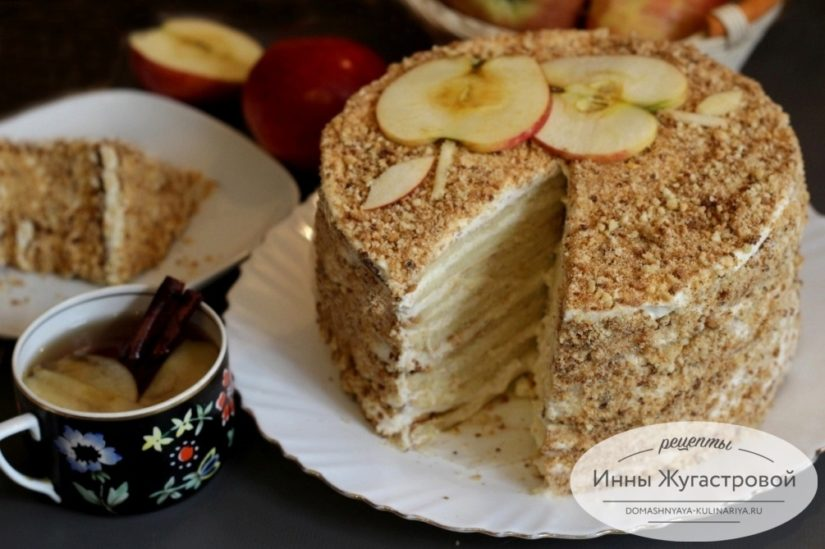 Апфельмусс (Apfelmus), бисквитный торт с кремом из взбитых сливок и яблочного мусса