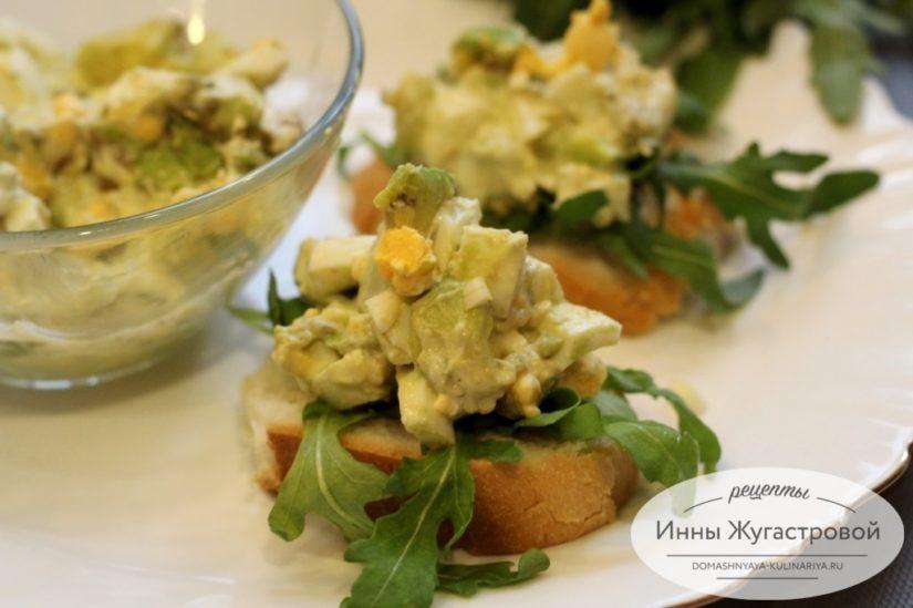 Салат и бутерброды из авокадо и яиц