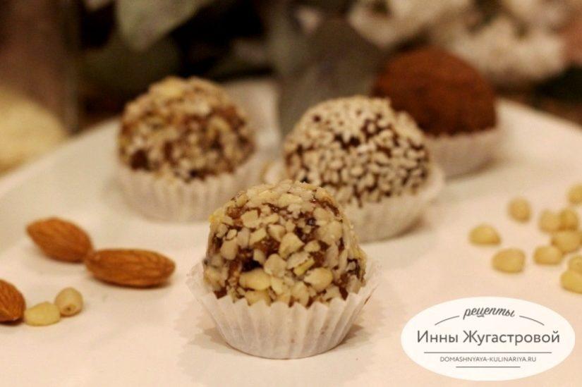 Конфеты с миндалем из сухофруктов и орехов, полезный десерт