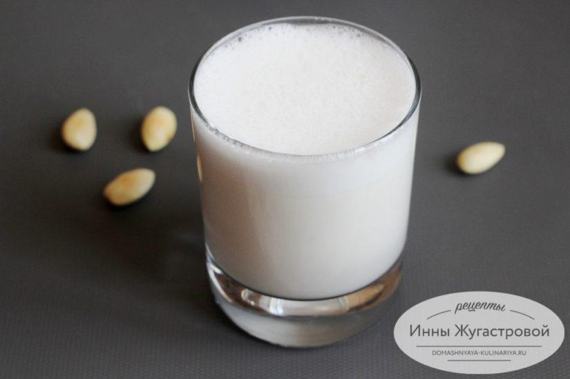Миндальное молоко в блендере