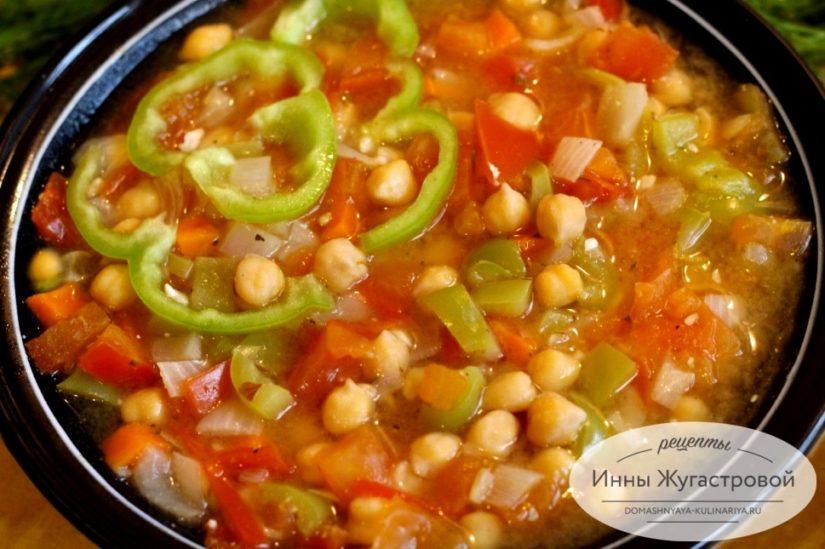 Испанский постный суп с нутом Гарбанзос, густая ароматная овощная похлебка с нутом