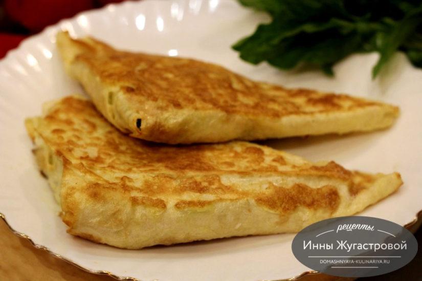 Жареные пирожки из лаваша с творогом, яйцами и шпинатом, быстрые и вкусные