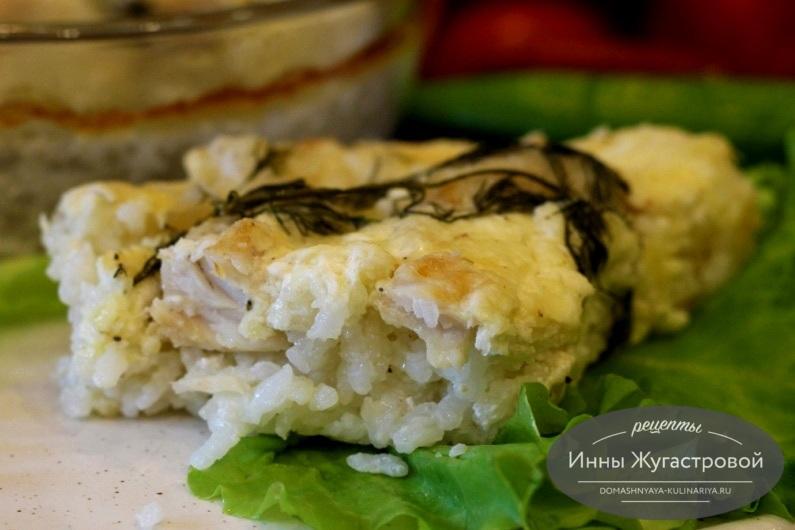 Судак на рисовой подушке в сливочно-сырном соусе, запеченный в духовке