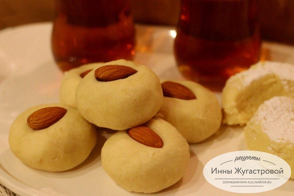 Рассыпчатое египетское печенье гураеба