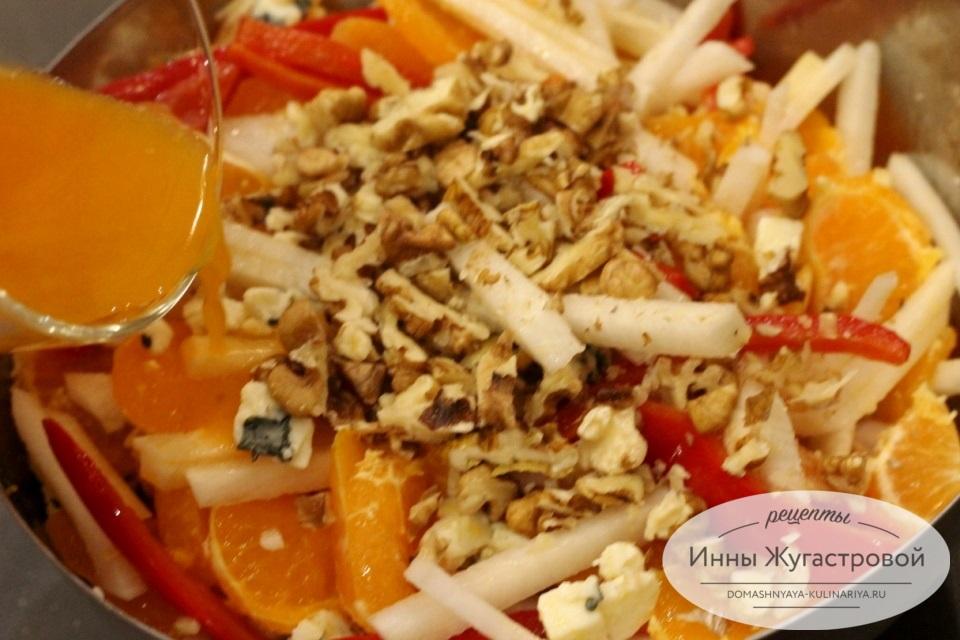 Салат Новогодний из горгонзолы с мандаринами