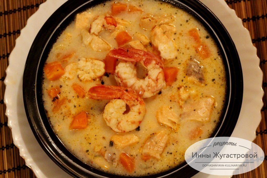 Суп с красной рыбой и креветками