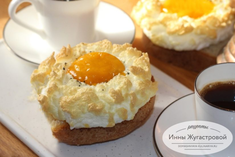 Яичница в облаках или яйца Орсини со взбитыми белками в духовке