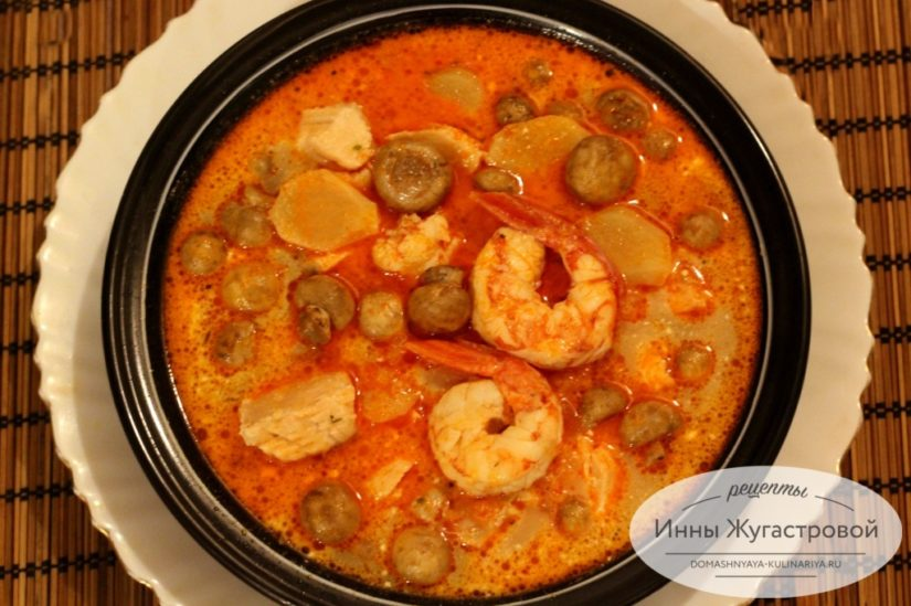 Суп Том Ям с лангустинами, семгой, шампиньонами и кокосовым молоком из готовой пасты