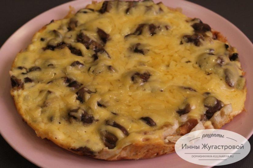 Ленивая пицца с грибами из лаваша на сковороде, простой рецепт