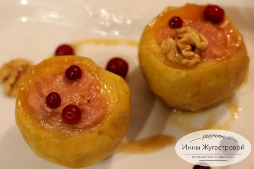Печеные яблоки с творожно-клюквенной начинкой в мультиварке Редмонд