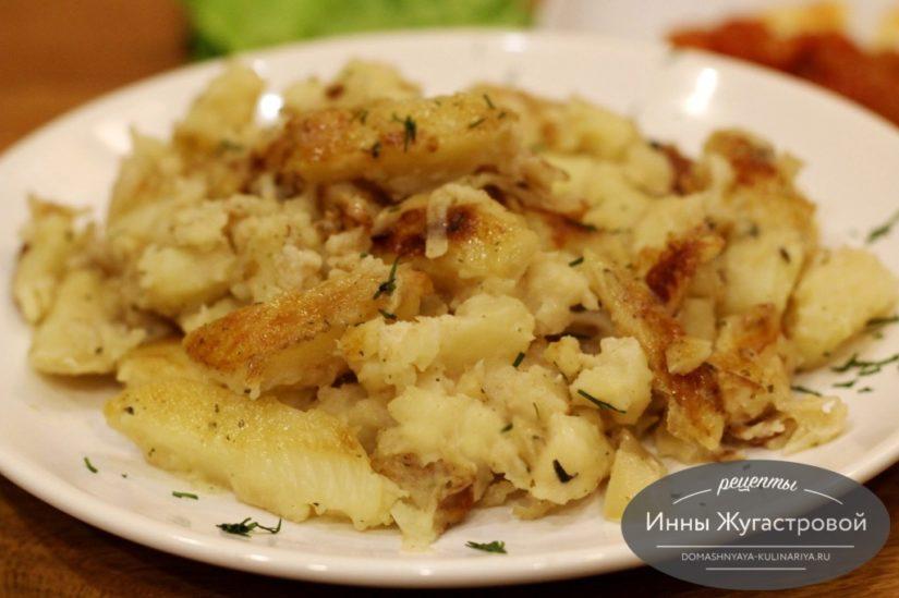 Тушеный картофель в мультиварке Редмонд, ароматная картошка с луком и специями в сметане