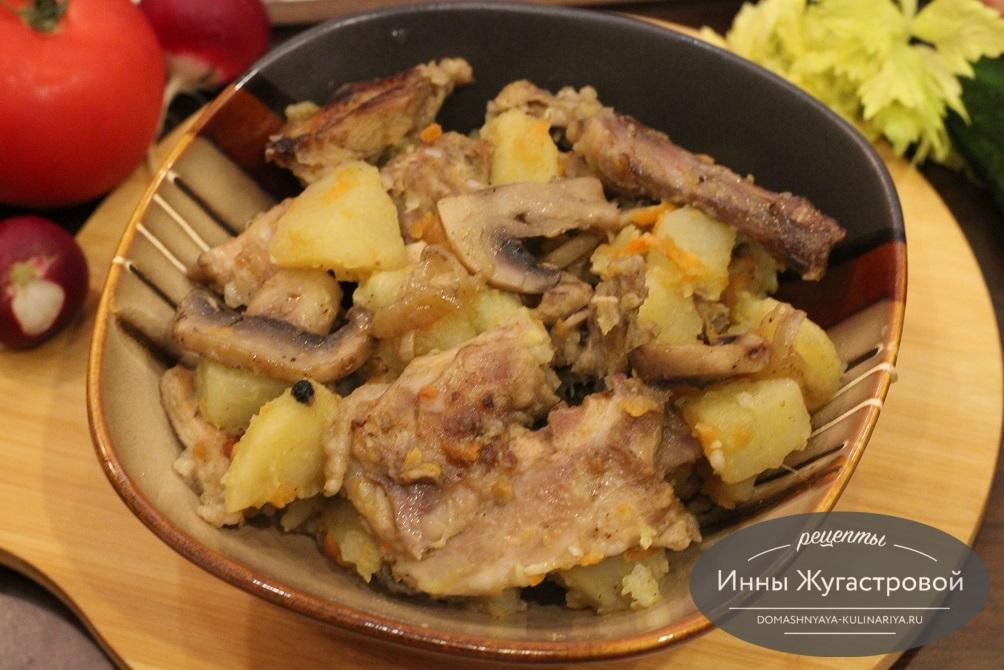 Кролик с картошкой и грибами в мультиварке