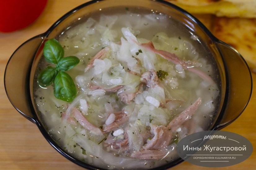 Легкий индюшиный суп с капустой и рисом без обжарки