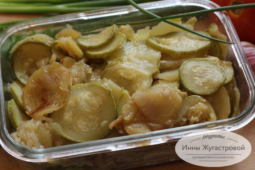 Картошка с кабачками и луком в мультиварке, вкусный постный обед
