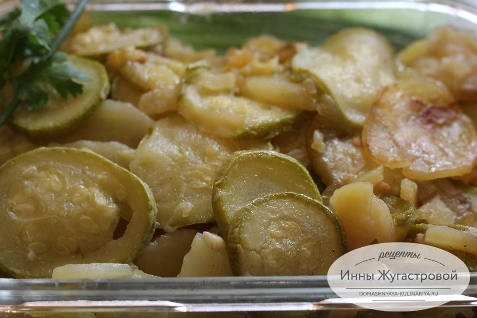 Картошка с кабачками в мультиварке