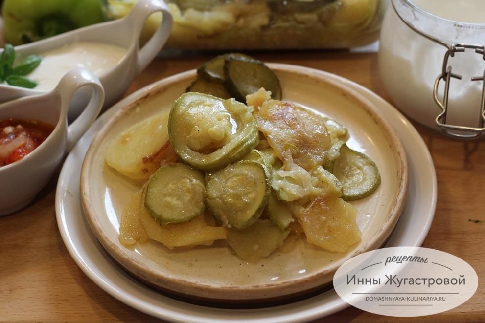 Картофель с кабачками в мультиварке Редмонд