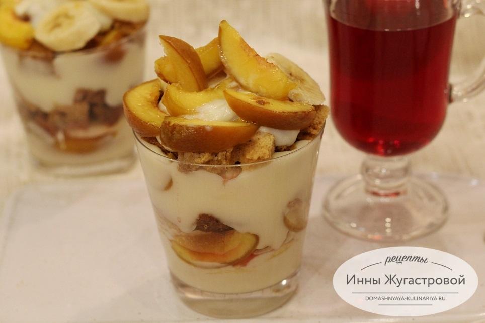 Медовый трайфл с фруктами и заварным кремом