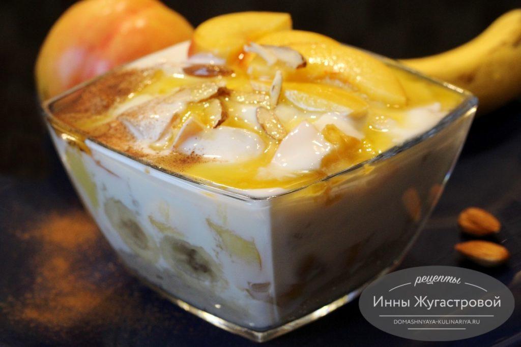 Парфе из йогурта, овсянки и фруктов