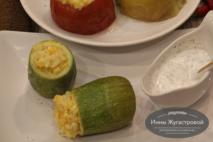 Фаршированные овощами и брынзой кабачки