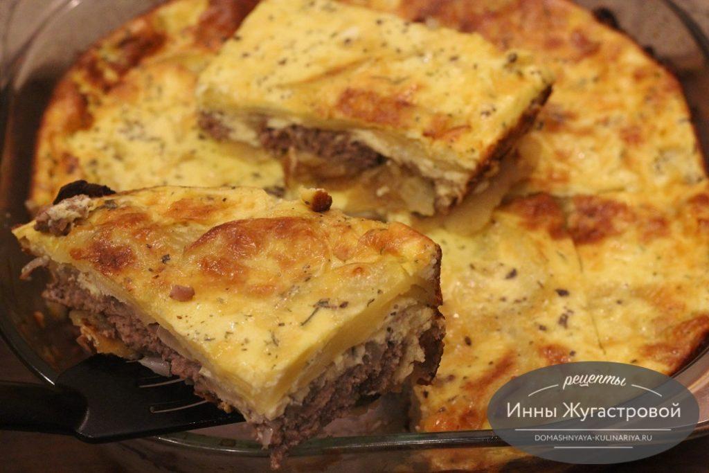 Картофельная запеканка с мясом под сырно-сметанным соусом в духовке