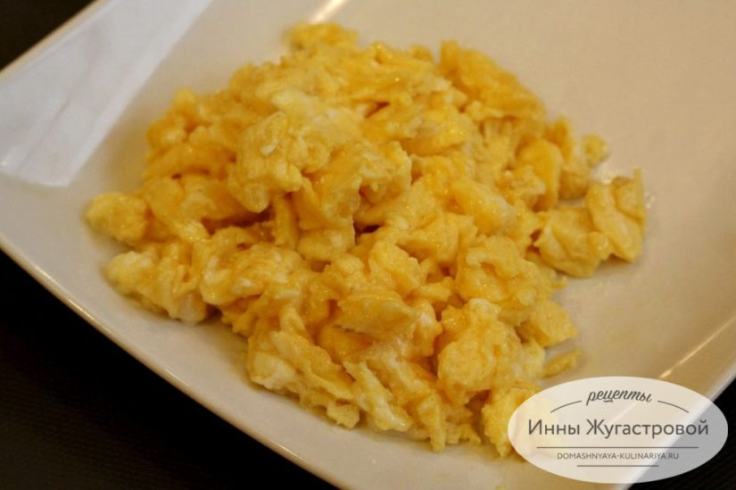 Скрэмбл из яиц на завтрак